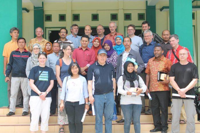 Sesi foto bersama delegasi UEM - SMK Cendika Bangsa