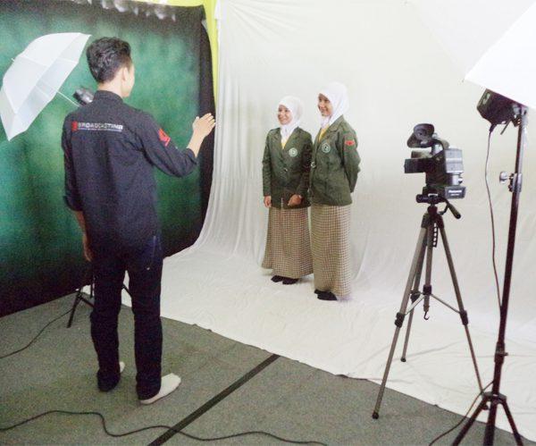 Kegiatan Cendika di laboratorium fotograsi SMK Cendika Bangsa Kepanjen