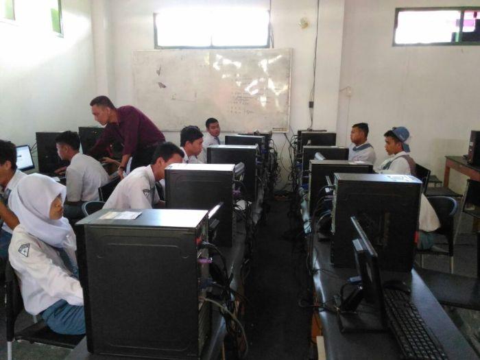 Laboratorium Software dan Jaringan Teknik Komputer dan Jaringan SMK CB Kepanjen